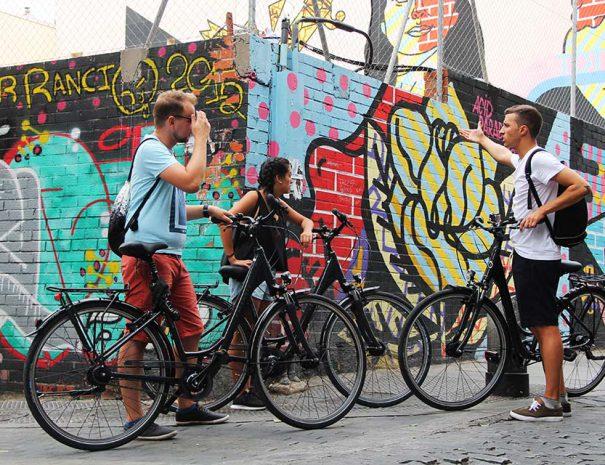 Bike tour to discover the best street art in Madrid