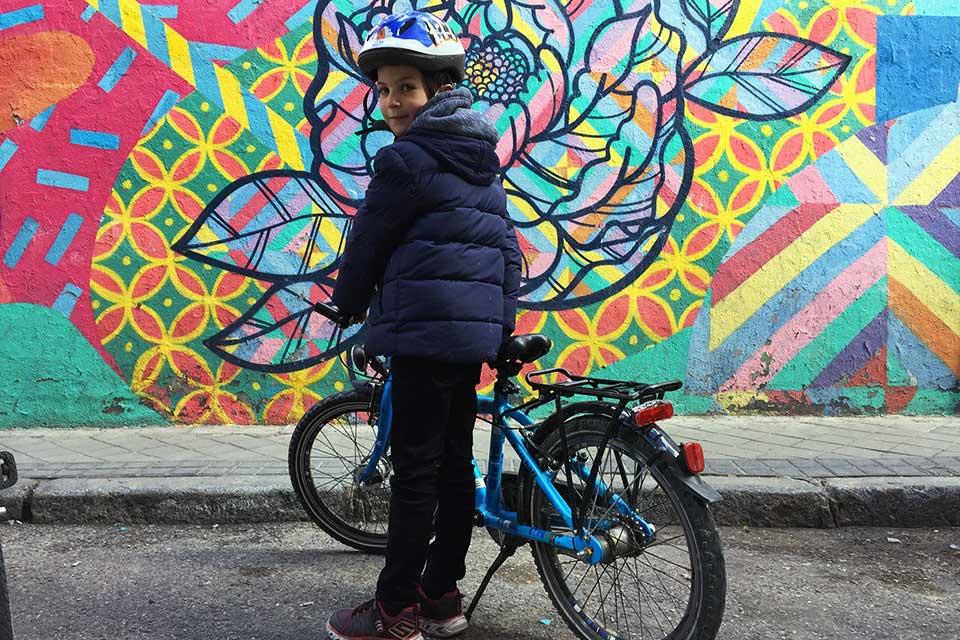 Street art bike tour for children