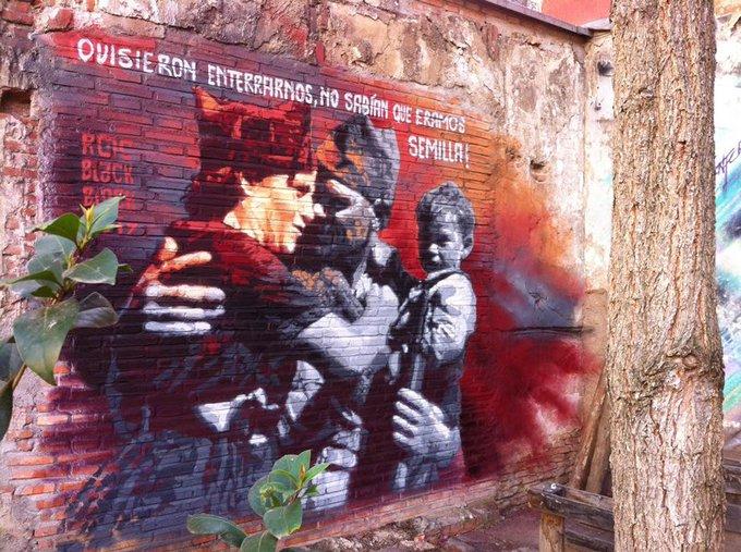 street art tour visited Esta es una plaza