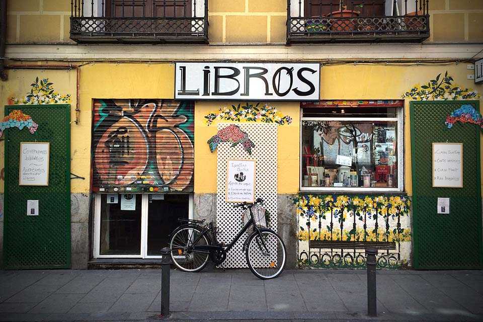 Madrid photographer captured a bike in front of a store