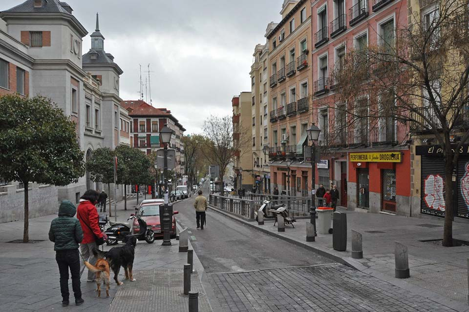 walking tour in Madrid, Calle Embajadores