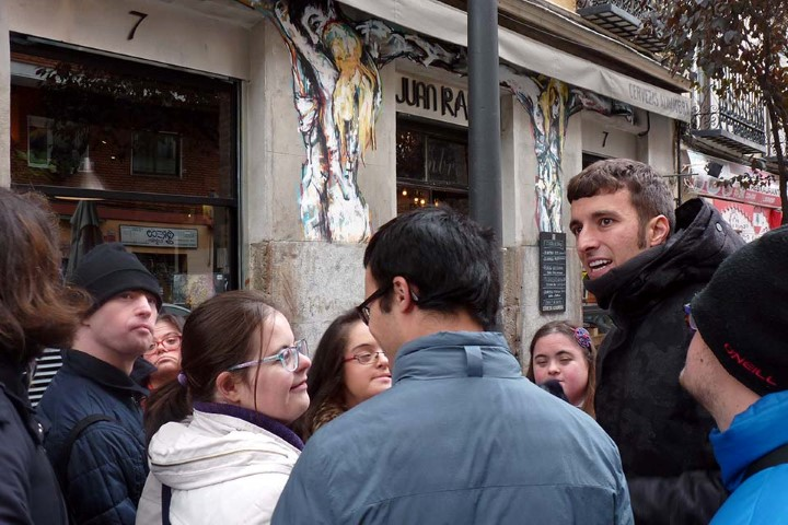 free tour in Madrid with volunteers