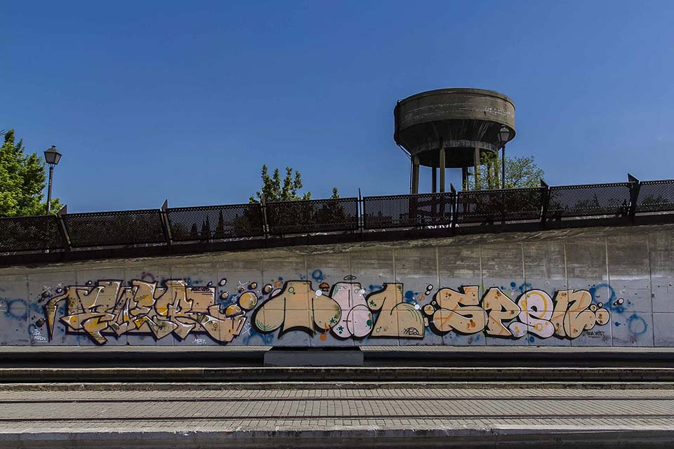 Spen graffiti next to the train tracks