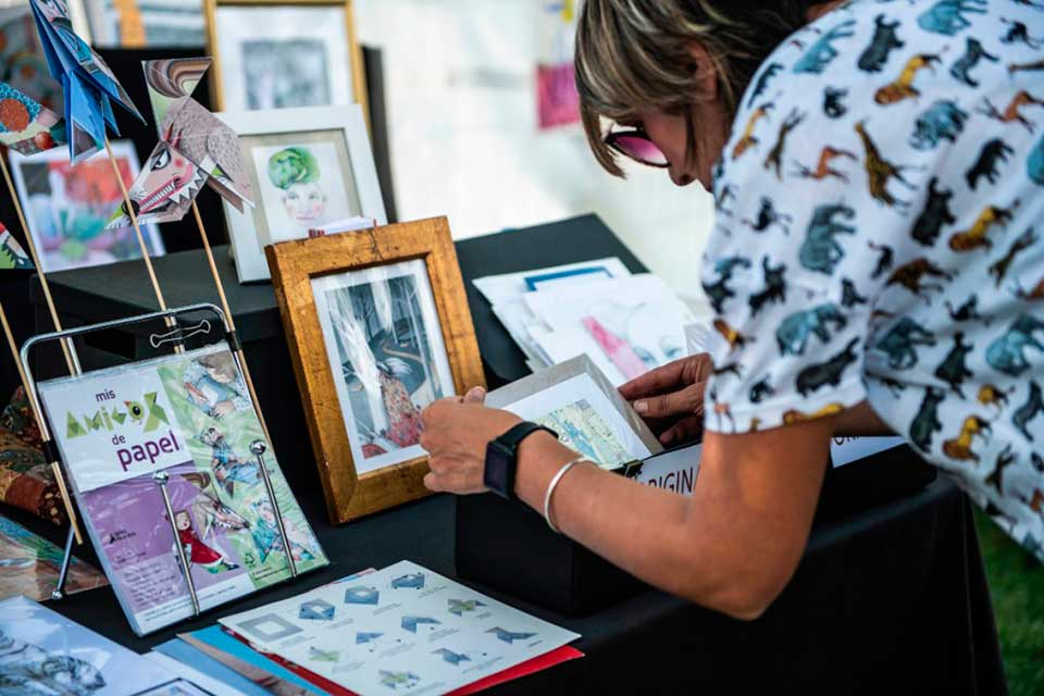 artist selling products