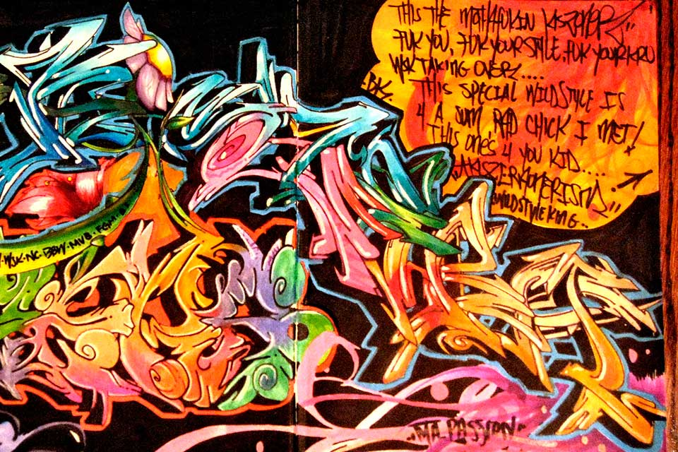 painting wildstyle graffiti with markers